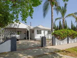 Beautiful large 3 bed 1 bath home for rent in Reseda