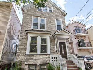 Beautiful 4 bed 3 baths for rent in Newark