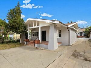 Large 3 beds 2 baths house for rent in Los angeles