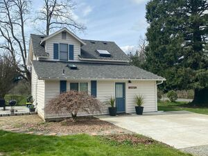 Beautiful remodeled 3 bed 2 baths for rent in Redmond