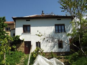 Rural house with small shop just one hour away from Sofia,BG