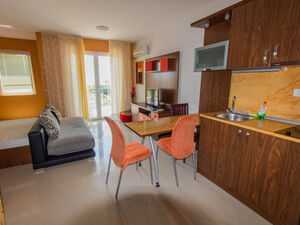Spacious studio with SEA/POOL view in Domus Extra
