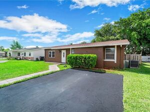 Nice 3 beds 2 baths home for rent in North Lauderdale