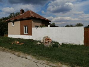Partially renovated rural house with land and quiet location