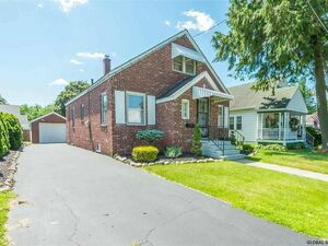 Beautiful 3 beds 2 baths house for rent in Albany