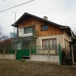 Nice rural house with interesting architecture situated in a big village with nice surrounding area 10 km away from the town of Vratza