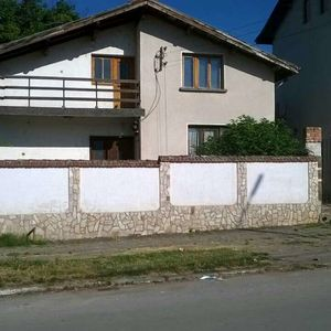 Solid country house with annex,garage and plot of land in BG