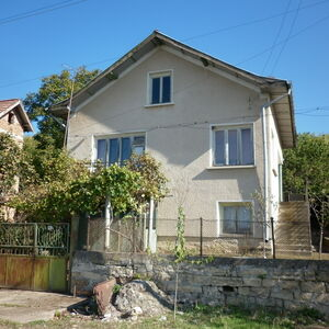 Solid country house with nice panoramic views in quiet area