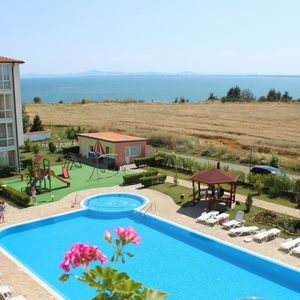 Cheap sea view studio in Ravda