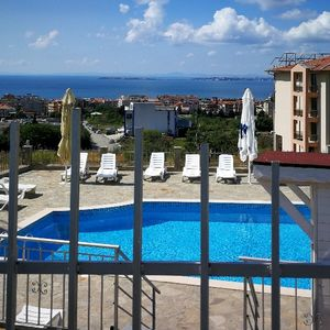 Sea view studio apartment, 300 m to the center of St. Vlas