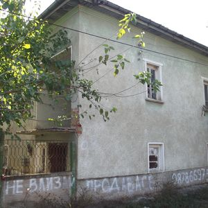 Old rural property with two plots of land in a big village
