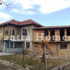 Solid house for renovation in Novo Selo