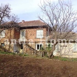 House for sale in the charming village of Vishovgrad