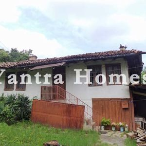 Traditional old house for sale in the town of Lyaskovets