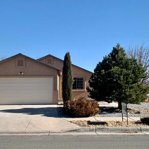 Beautiful 3 bedroom available for move in