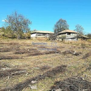 House with garden 7200 sq.m huge barn and many outbuildings