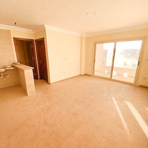 Sunny and spacious 1 bedroom apartment