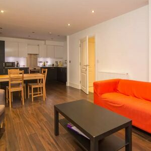 Flat to rent in Tower Hamlets