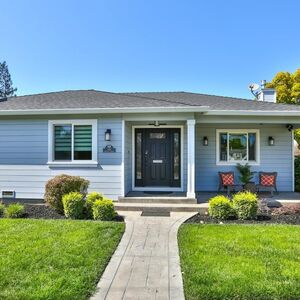 Beautifully remodeled 2 bedrooms and 2 baths Home!!