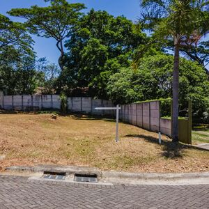 LOW PRICE - For sale - CORNER Lot in Condo, Alajuela