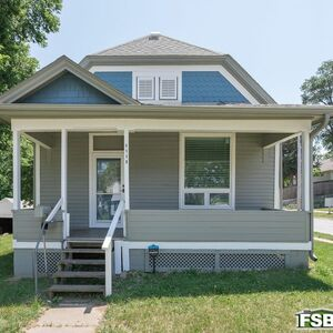Beautiful 2 bed 1 bath house for sale in Omaha