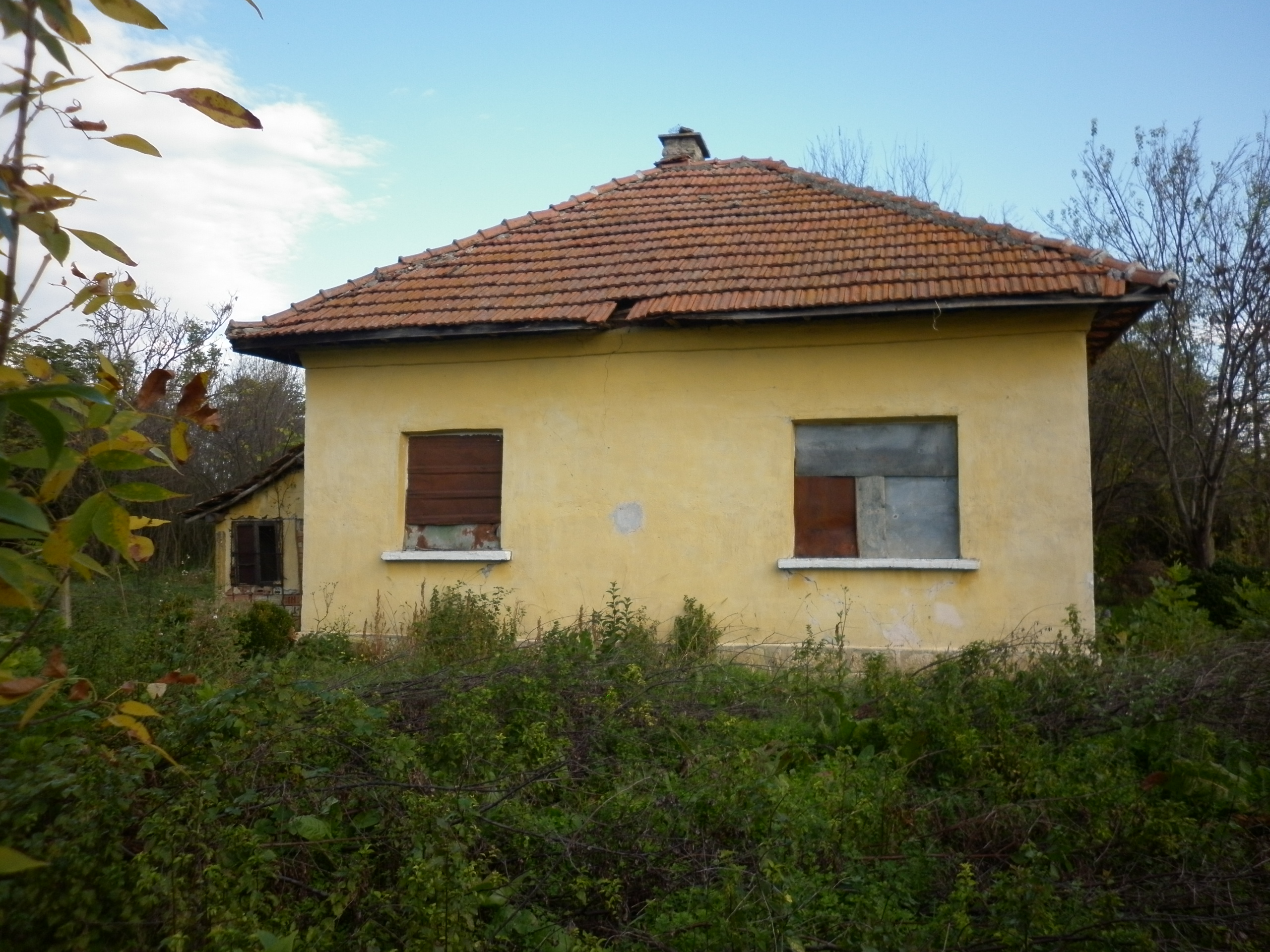 Old country house with plot of land located in small for Old country homes